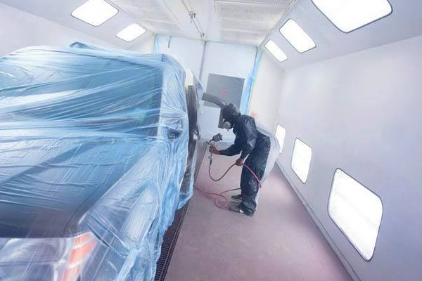 Auto repainting spray booth