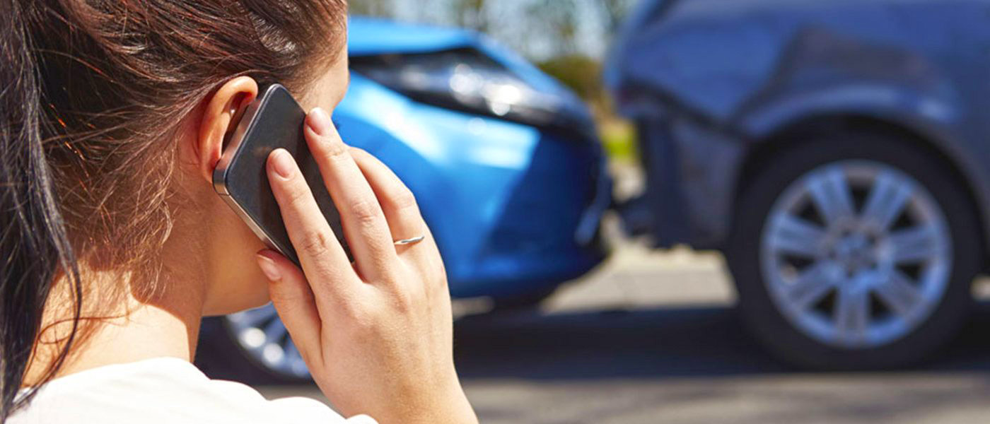woman-phone-auto-accident-1400-2